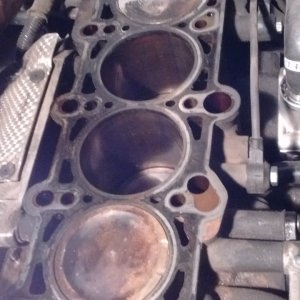 Molten Metal on #4 Piston.jpg